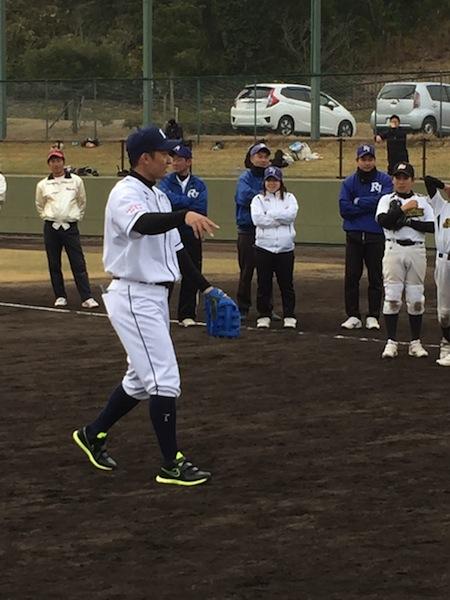 野球教室指導中 栗山巧選手