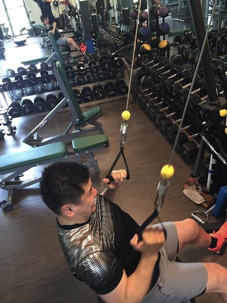 トレーニングに励む西原忠佑選手