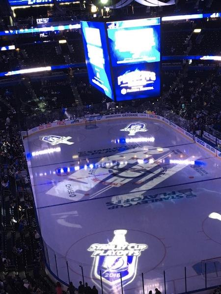 NHL 地元タンパベイ ライトニング対ピッツバーグ ペンギンズ