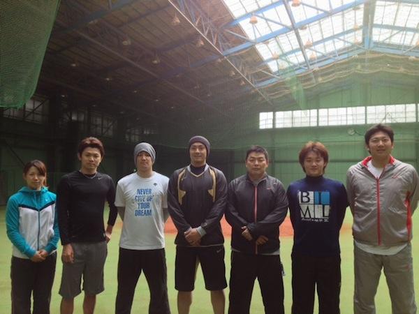 左から井上プロ、諸藤プロ、藤江選手、栗山選手、私、永江選手、上本選手