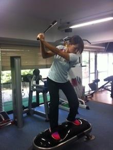 井上プロ ゴルフのスイングを意識したViCOREトレーニング